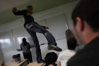 مرة اخرى تلميذ يعتدي على أستاذ بمدينة القصر الكبير و يعفس على رأسه و هذه هي التفاصيل