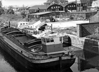 Barges on the New River Ancholme in the early 1970s near Earnshaw's woodyard - picture from the Ken Fisher Collection