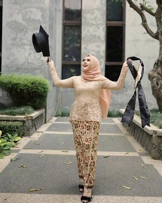 model hijab wisuda terbaru 2019
