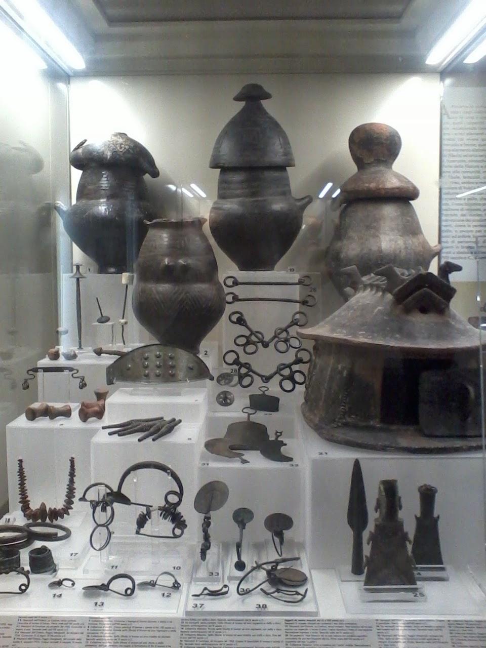 Etruscos, objetos de corredo funerário