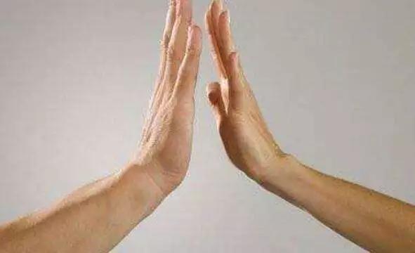 每天這樣拍手100次,彌補久坐傷害,快來給內臟按按摩(強身健體)
