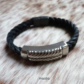 http://www.maolia.fr/bracelets/2829-bracelet-homme-cuir-tresse-noire-%C3%A9pi-acier.html