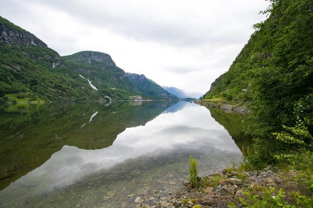 Paesaggio vicino alla Cascata Latefossen