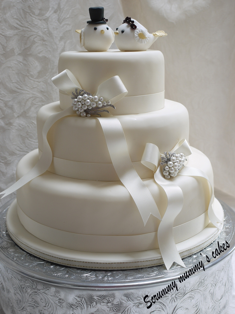 3 tier wedding cakes pictures scrummy mummy s cakes lovebirds 3 tier wedding cake 10311