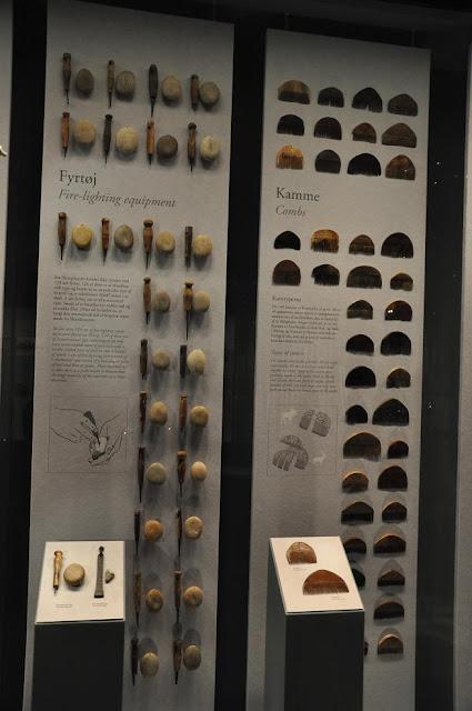 Wystawa Fjendens ansigt przedstawiające artefakty z wykopaliska z Illerup Ådal - ekspozycja w muzeum w Moesgard
