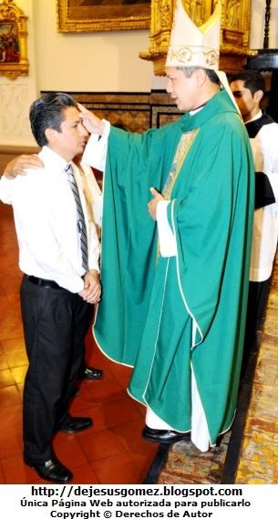 Foto de la confirmación (confimando y Obispo) por Jesus Gómez