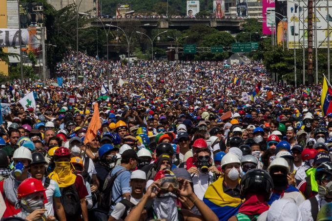 Mueren dos jóvenes más por protestas en Venezuela