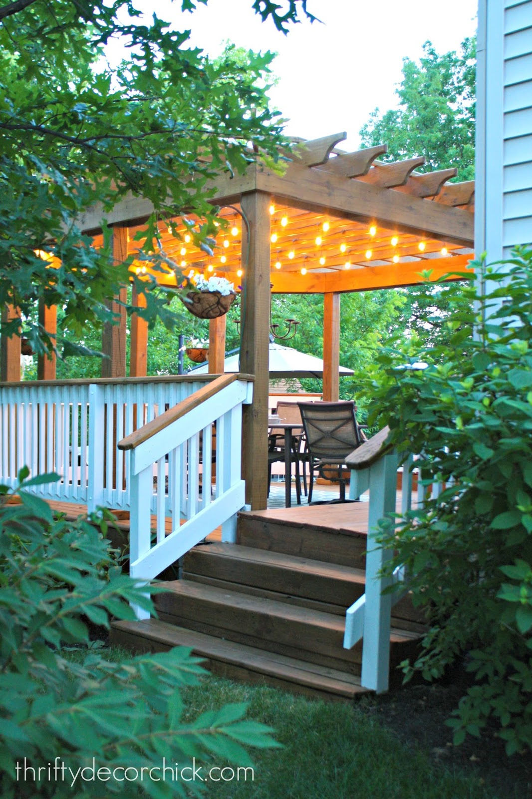 Outdoor lights under pergola - How To Hang Outdoor String Lights From Thrifty Decor Chick
