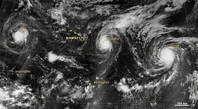 tres huracanes sobre el pacífico