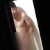 ABSURDO: Homem é preso após ser flagrado se masturbando para filha da vizinha de 10 anos