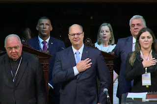 http://vnoticia.com.br/noticia/3359-na-posse-wilson-witzel-promete-retomar-crescimento-e-combater-corrupcao-e-violencia