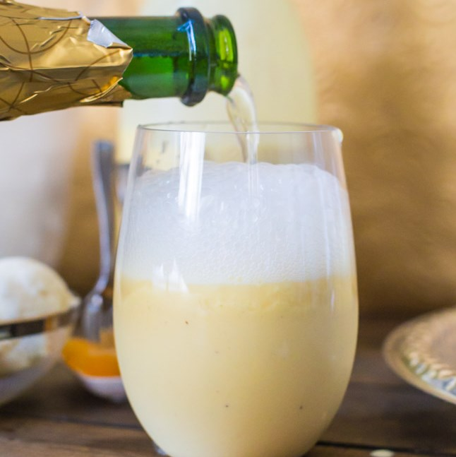 Creamsicle Mimosa Floats #drinks #cocktails