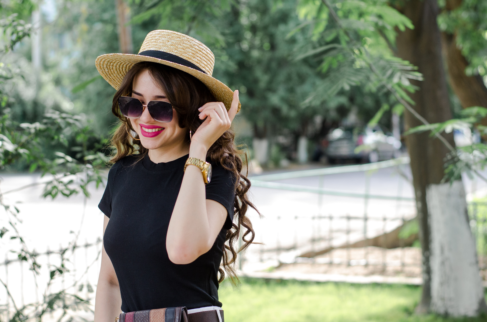 fashion blogger diyorasnotes diyora beta white wide leg trousers straw hat asos casual look black top belt bag asos
