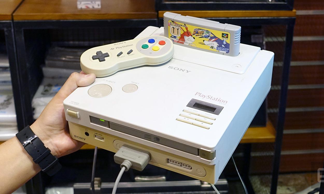 Sebelum Playstasion 1 dikeluarkan sebenarnya konsol ini tidak dirancang dalam bentuk konsol tapi merupakan  CD-Rom Addon punya Nintendo, namun karena adanya masalah dalam pembagian Profit, akhirnya Nintendo memutuskan untuk Henkang, namun Sony yang sudah terlanjur turun tangan di game konsole akhirnya melanjutkan proyek dengan mengembangkan game konsol CD-Romnya sendiri dan akhirnya proyek ini sukses bahkan menggusur pasar game yang sudah lebih dahulu dikuasai oleh pendahulunya yakni Sega dan Nintendo dan kelak menjadi game paling laris diseluruh dunia bahkan sepanjang.