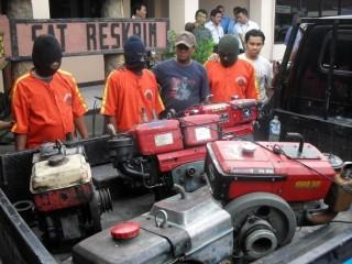 Polisi Tangkap Komplotan Spesialis Pencurian Mesin Traktor
