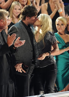 Carrie Underwood And Mike Fisher Kissing