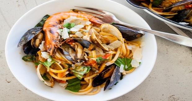 Seafood Pasta (Pasta Di Frutti Di Mare) Recipe