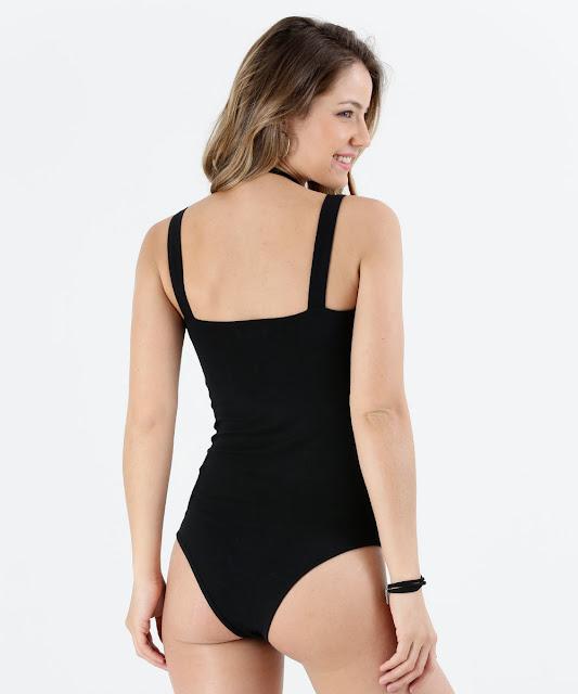 No verão, o body vai muito bem com saias, shorts e até macaquinhos. Para ir ao trabalho ou usar no inverno, vale combiná-lo com calça