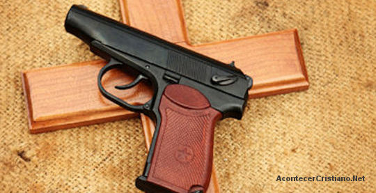 Portar armas en la iglesia