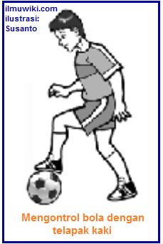 Gambar mengontrol bola dengan telapak kaki