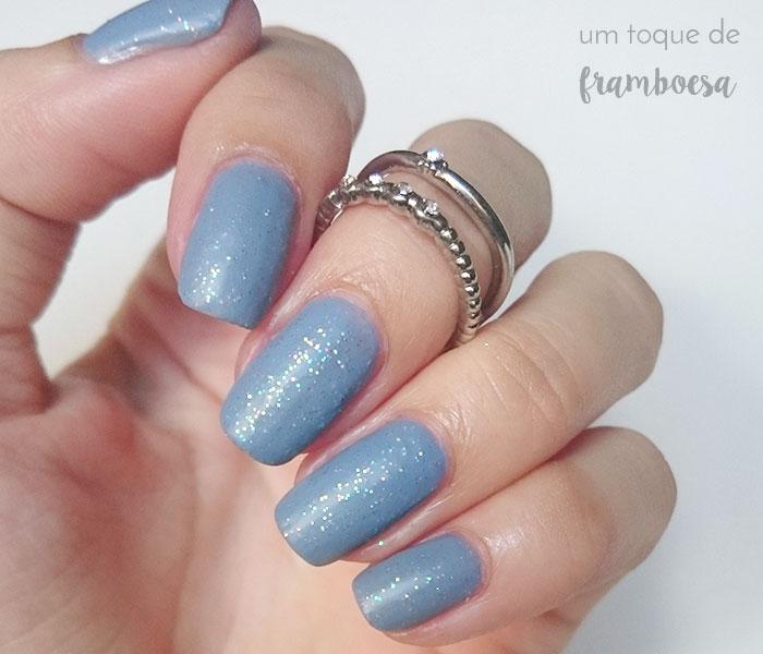 Esmalte cinza com glitter iridescente