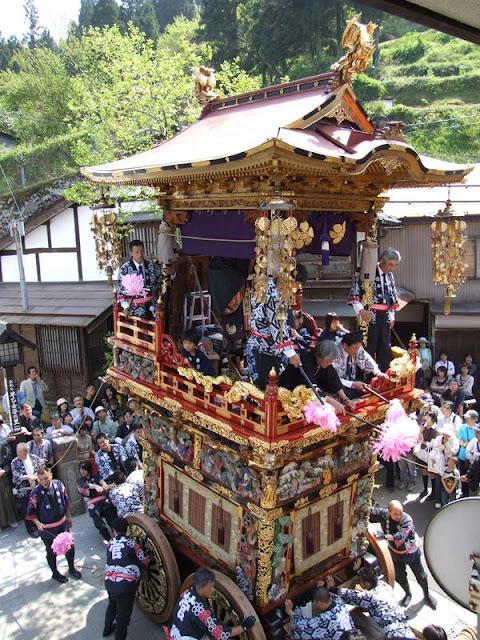 Ecchu Yatsuo Hikiyama Matsuri (fighting float festival), Toyama City, Toyama Pref.