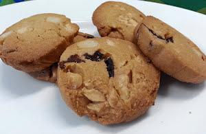 Crunchy macadamia nuts cookies