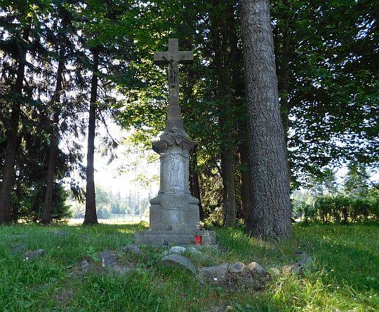 Kamienny krzyż z 1814 roku.