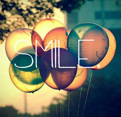 Smile con globos de fondo