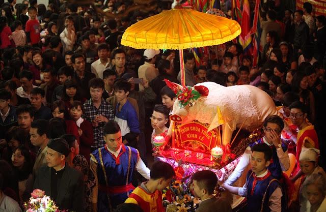 Pig procession festival in La Phu 2