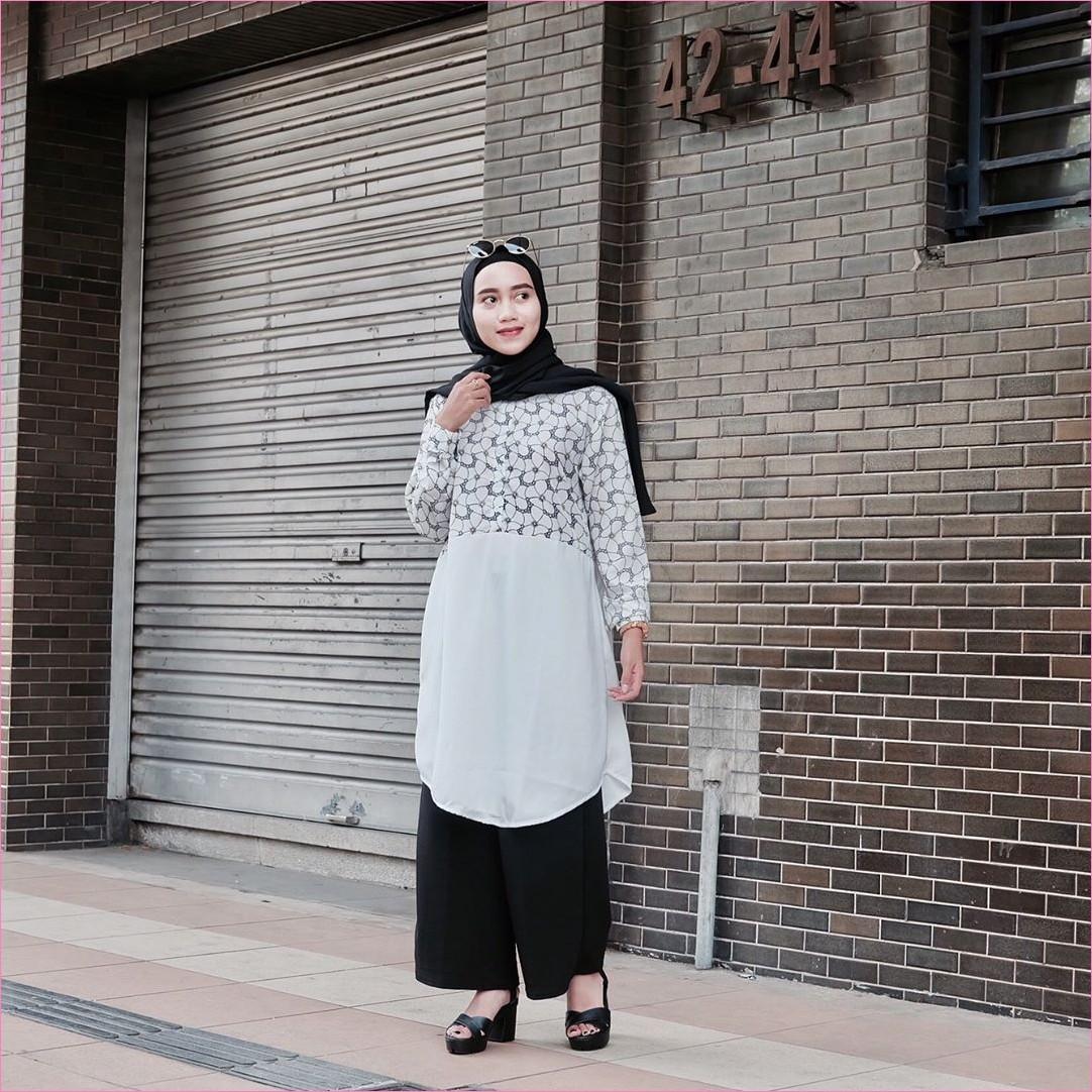 Outfit Baju Tunic Untuk Hijabers Ala Selebgram 2018 baju tunic bermotif bunga warna putih celana kulot celana plisket high heel wedges hijab pashmina diamond ciput rajut kacamata hitam jam tangan krem trendy ootd kekinian