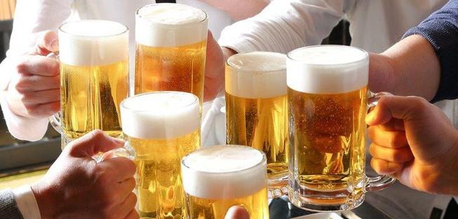 Từ 1-1-2020 cấm ép uống rượu bia Uong-ruou-bia-dau-khop-tem_srfu