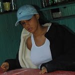 Andrea Rincon, Selena Spice Galeria 33: Gorra Azul, Cachetero Azul Foto 3