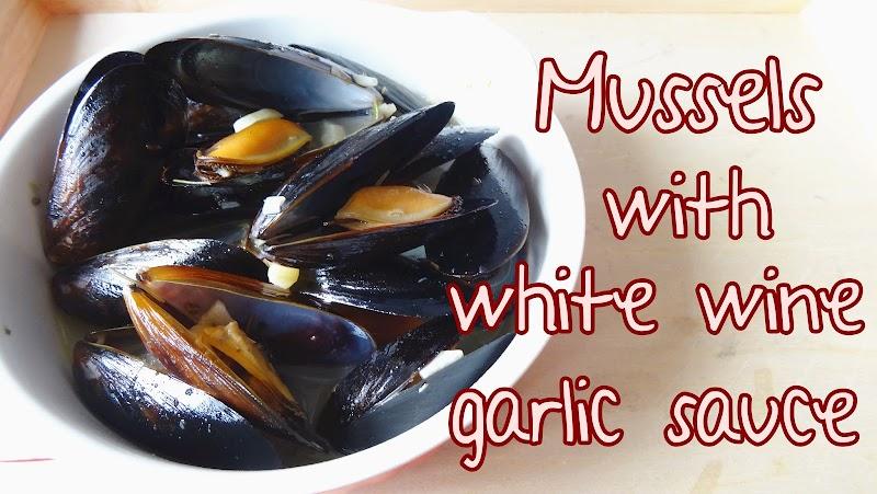 Mussels in white wine garlic sauce 蒜蓉白酒煮青口