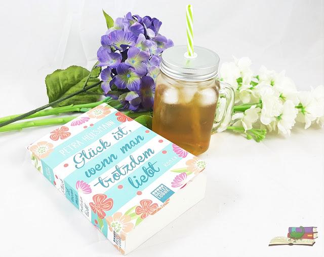 Glück ist, wenn man trotzdem liebt von Petra Hülsmann / Blumen und Iced Tea Eistee