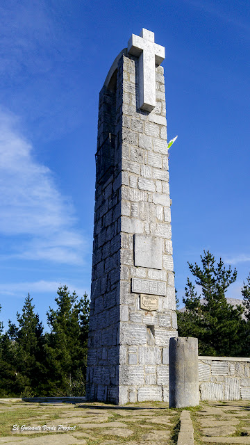 Monumento de Luis Pueyo a los Montañeros fallecidos en el Mont Blanc - Besaide por El Guisante Verde Project