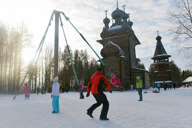 Juegos invernales en el festival de Máslenitsa