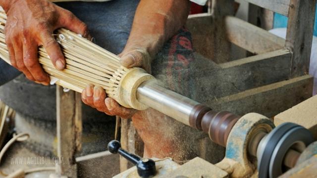 Pembuatan Kerangka Payung Lukis Ngudi Rahayu Juwiring Klaten