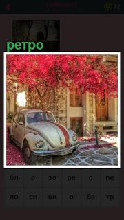 стоит старый автомобиль около дома, ретро пейзаж