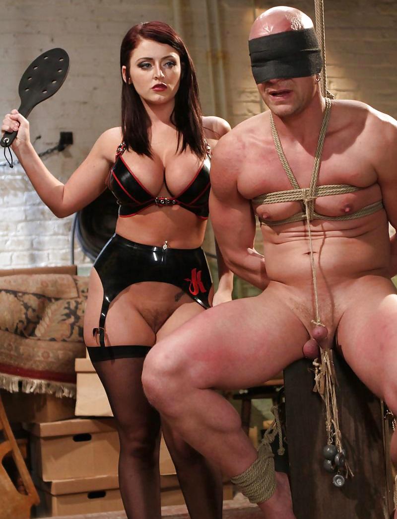 Госпожа мучает анального раба