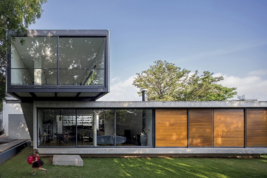 House Design: Minimalist Home Design with Green Backyard in Brazil