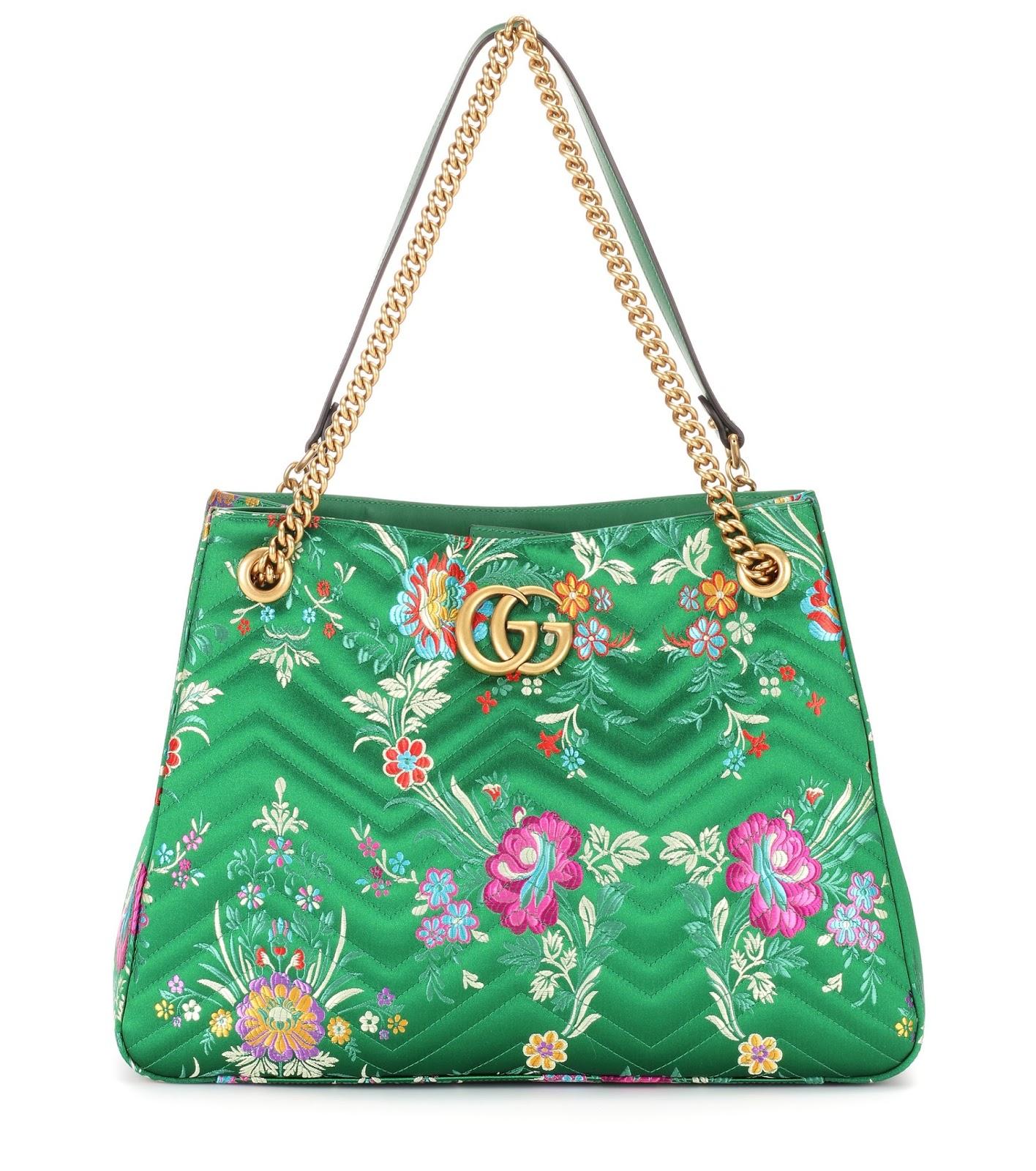 La GG Marmont di GUCCI è un accessorio romantico e glam in brillante  tessuto jacquard e broccato a motivo floreale. La borsa del giorno è  caratterizzata da ... 757c2a9bc65f