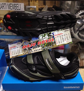 Sepatu Shimano M064