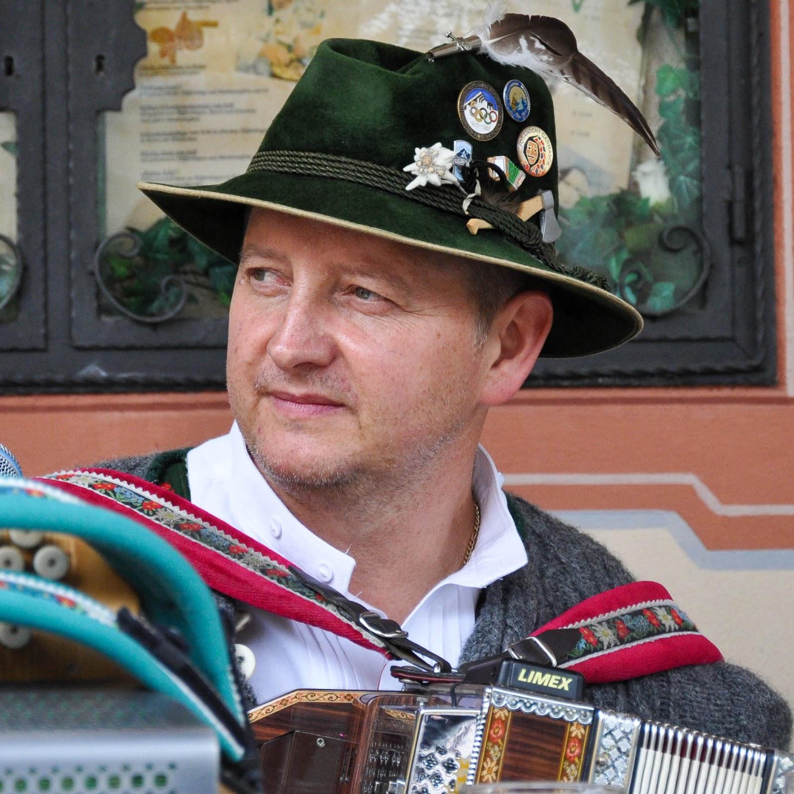 Bavarian folk-singer, Garmisch-Parternkirchen, Bavaria, Germany