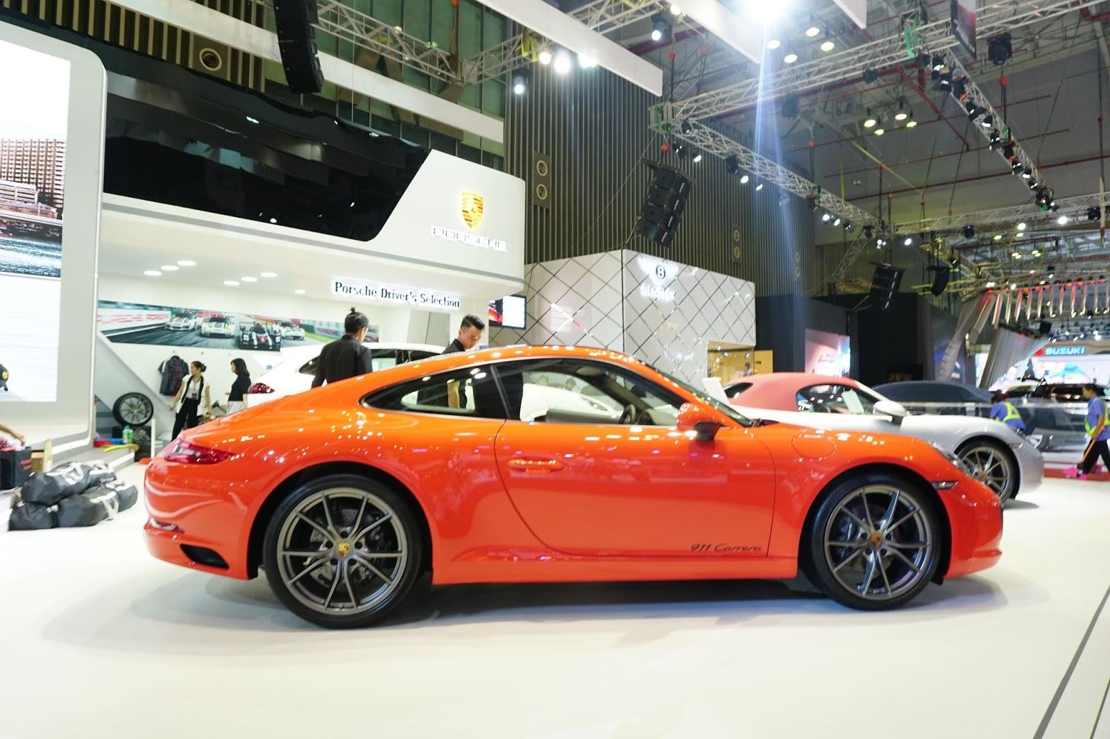 Porsche 911 Carrera tỏa sáng tại gian hàng của Porsche