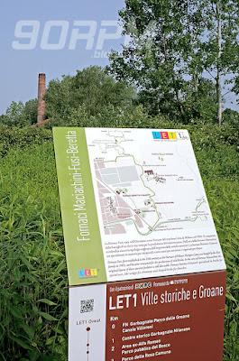 Pedalando verso il Villoresi incontriamo i resti dell'antica fornace Maciachini, esempio di archeologia industriale.