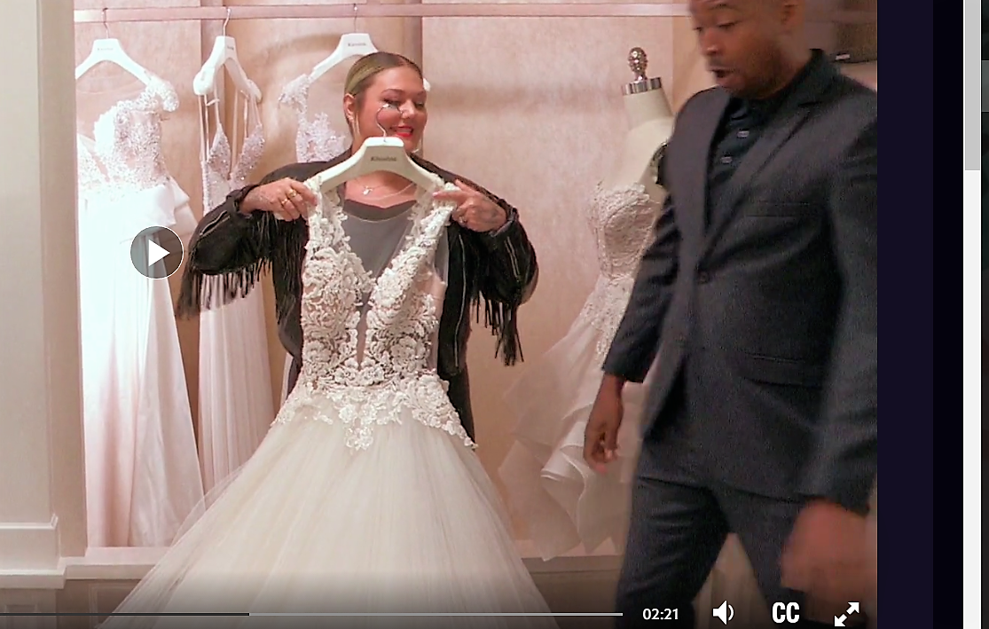 Elle King on Say Yes To The Dress - Chubby Mannequin