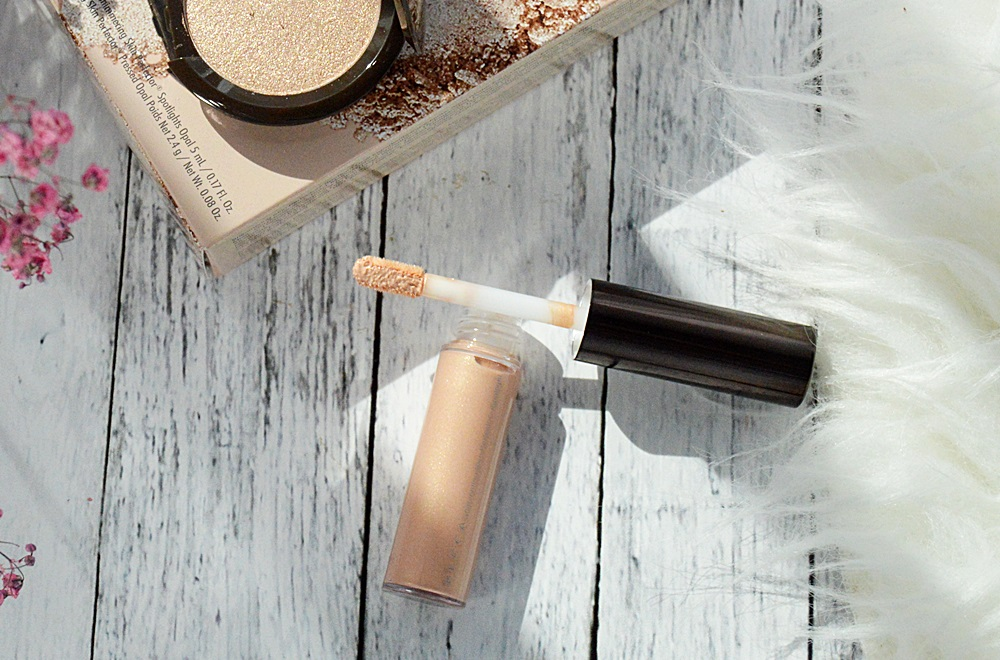 Becca Cosmetics - Glow on the Go Kit,