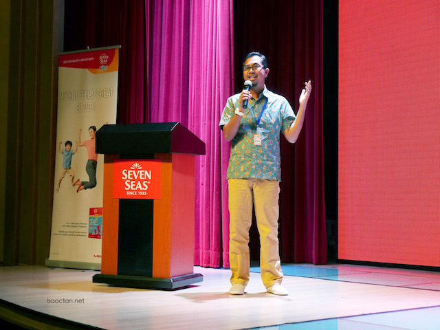 Social cause advocate, Syed Azmi Alhabshi explaining the #FreeCanteen programme