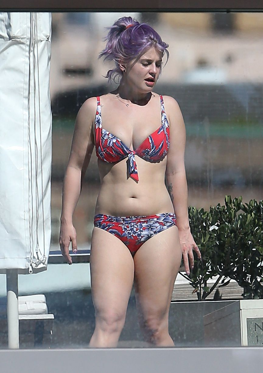 Kelly Osbourne Shows Hot Body In Floral Bikini Krazy